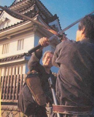 Großmeister Dr. Masaaki Hatsumi Soke Tritt im Schwertkampf